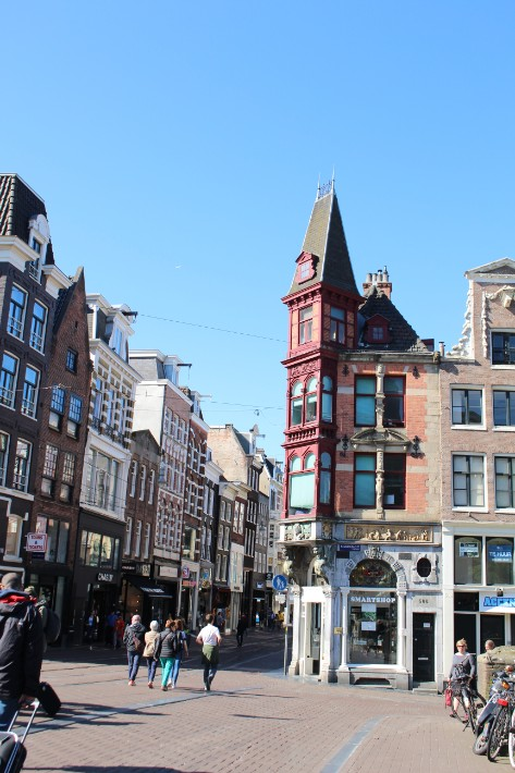 amsterdam building shopping street, amsterdam famous for