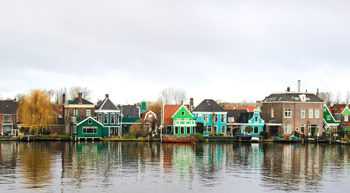 rows of houses reflection water Zaanse Schans, amsterdam