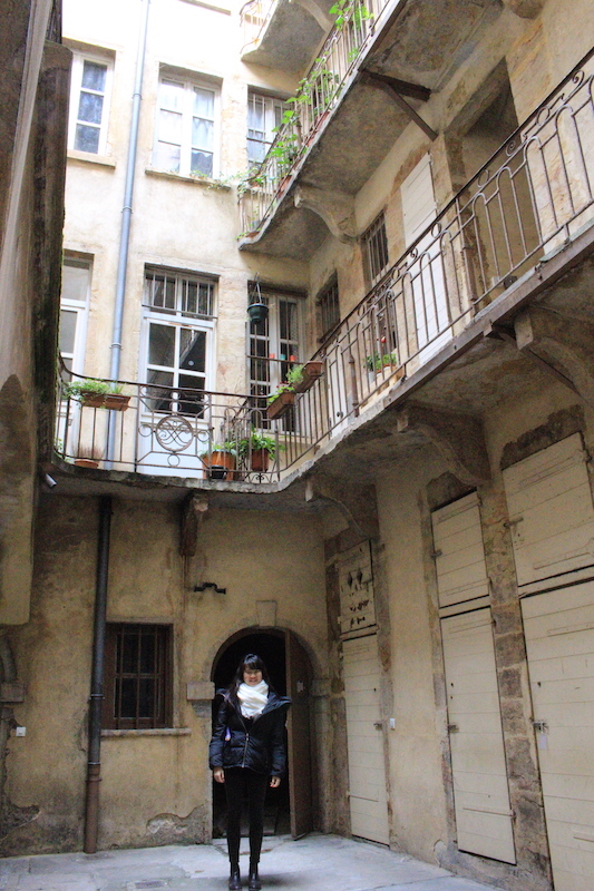 traboule-stairs-things-to-do-in-lyon-france-where-to-stay-in-lyon