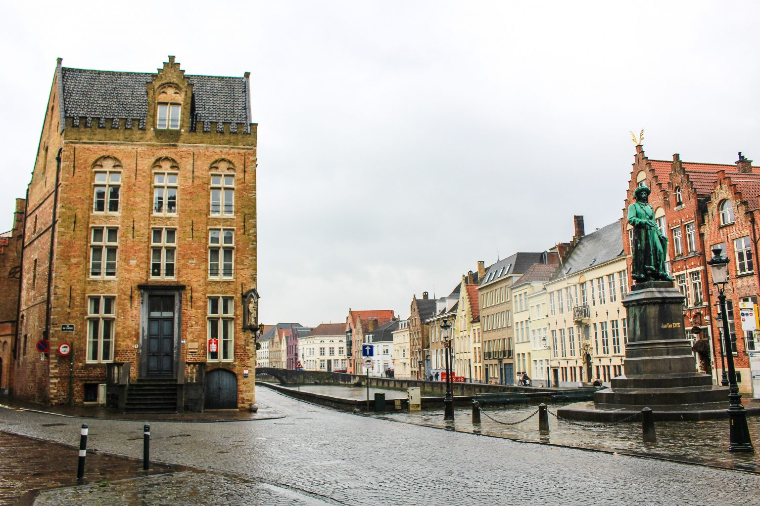 Bruges Belgium Jan van Eyckplein: Het voormalige hanzekwartier, bruges walking tour, brugge city tour