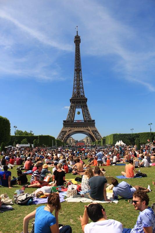 Eiffel tower picnic, paris arrondissements map, best places to visit in paris
