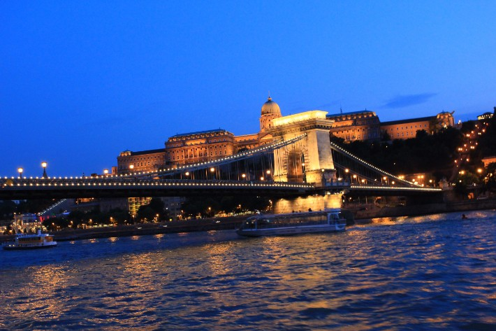 Chain Bridge, things to do in budapest, what to do in budapest, what to eat in budapest, hungary