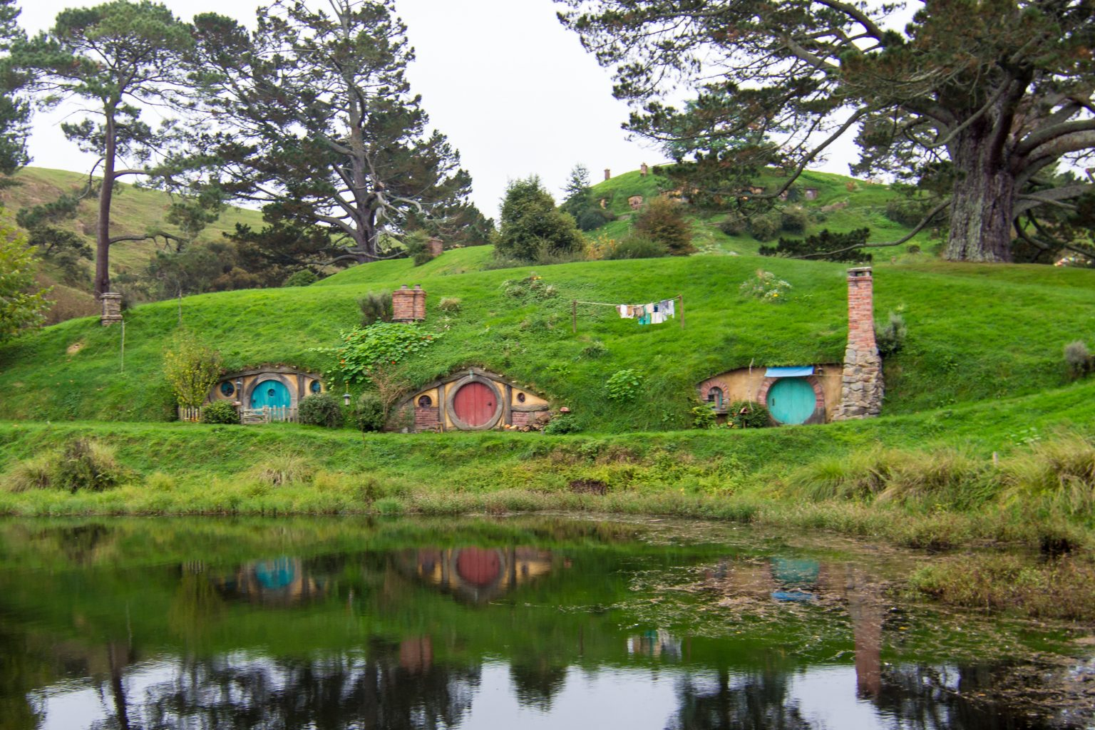 the hobbit behind the scenes hobbiton movie set tour at matamata bel around the world. Black Bedroom Furniture Sets. Home Design Ideas