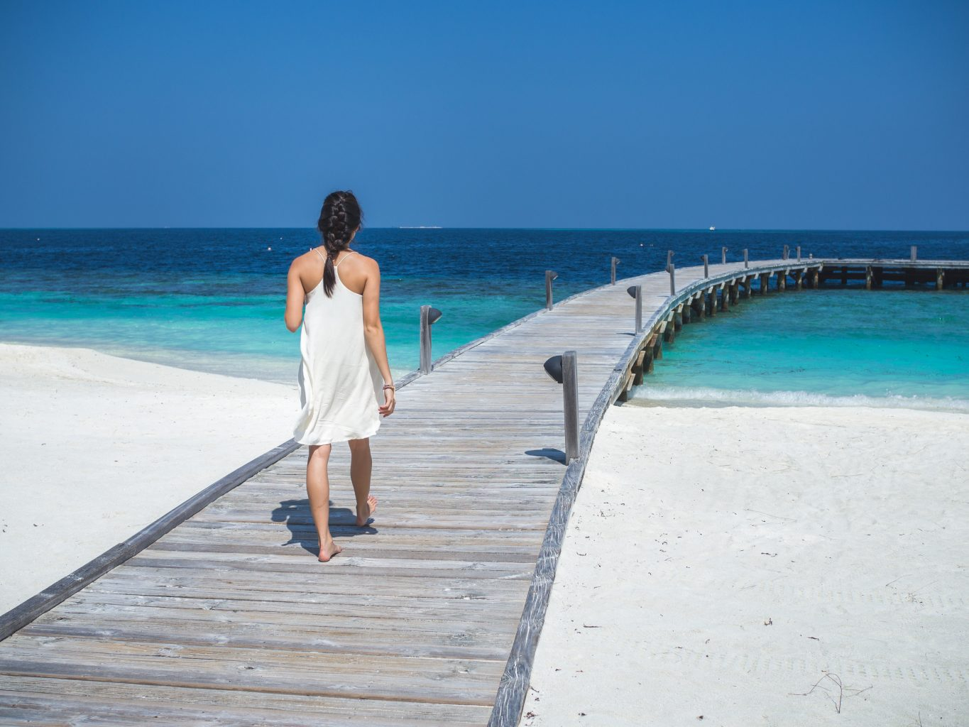 COMO-Cocoa-Island-boardwalk-jetty-girl maldives