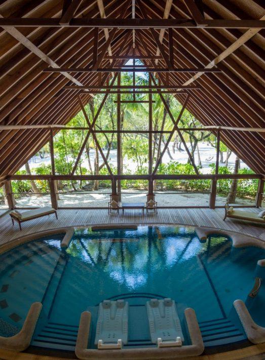 COMO-Cocoa-Island-hydrotherapy-pool maldives