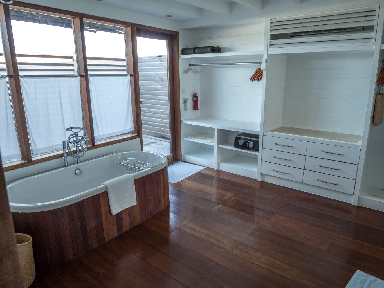 maldives COMO-Cocoa-Island-loft-villa-bathroom