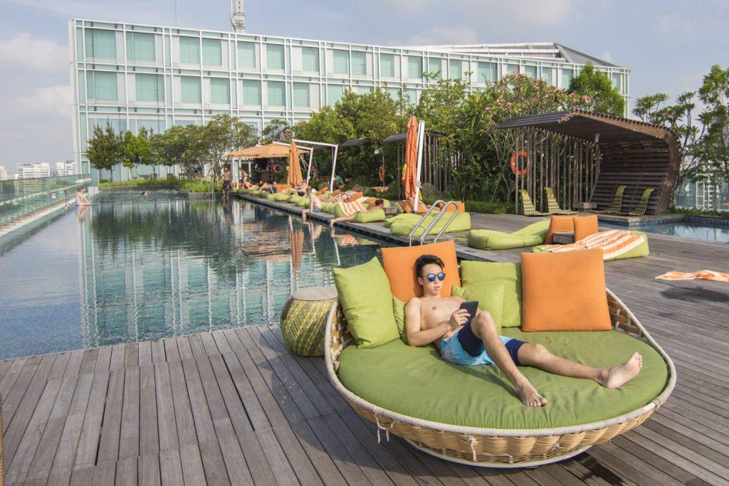 hotel jen orchardgateway singapore infinity pool