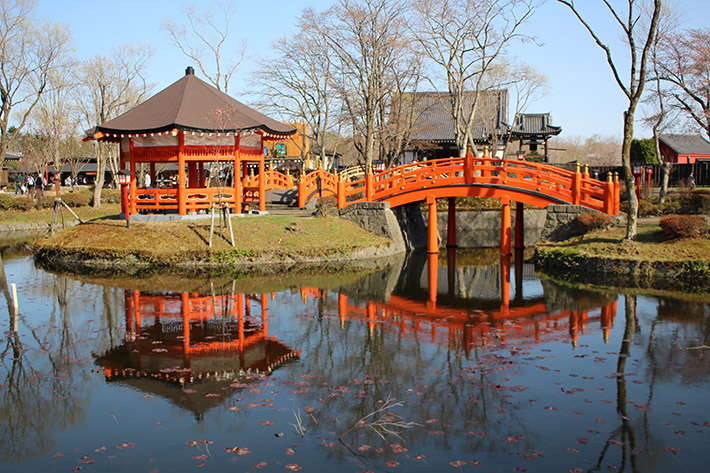 Noboribetsu Date Jidaimura (Ninja Village) pavillion red