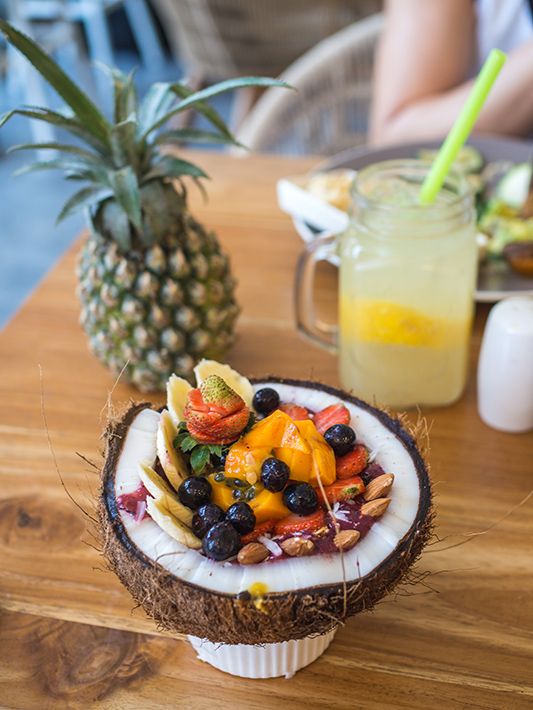 cafe-organic-acai-bowl-pineapple
