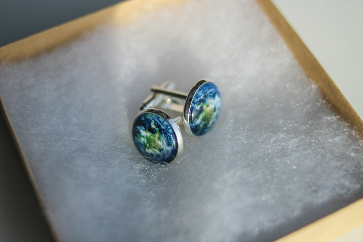 earth-cufflinks uncommongoods travel gifts