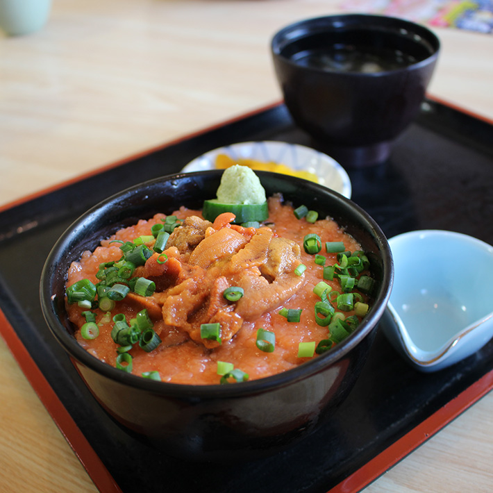 morning market ebisuya donburi seafood rice bowl salmon roe Hakodate & Toya - 6-Day South Hokkaido Itinerary