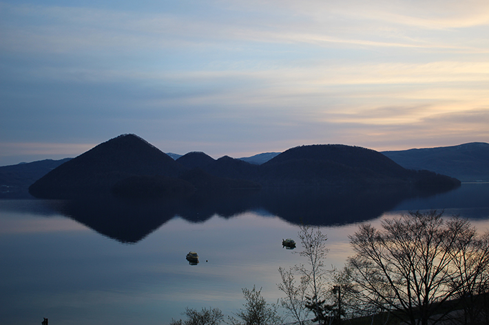 lake toya mountain sunrise