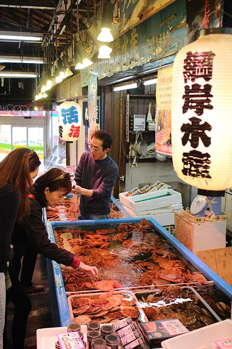 otaru canal Sankaku Fish Market crab, best time to visit hokkaido, south hokkaido itinerary, what to do in hokkaido