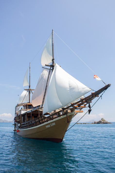 phinisi-boat labuan bajo indonesia flores