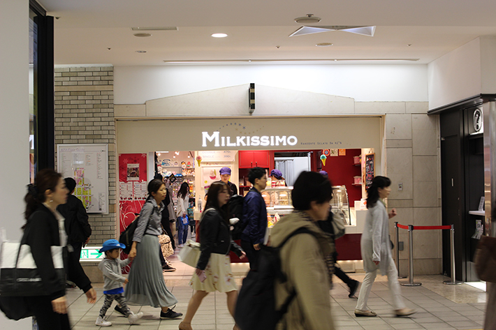 sapporo station crowd shopping