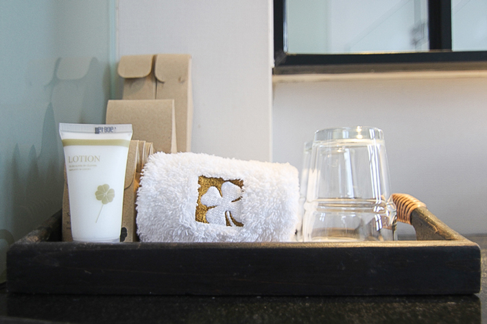 Hotel-Clover-Jalan-Sultan-Premier-Garden-Room-Bathroom-amenities