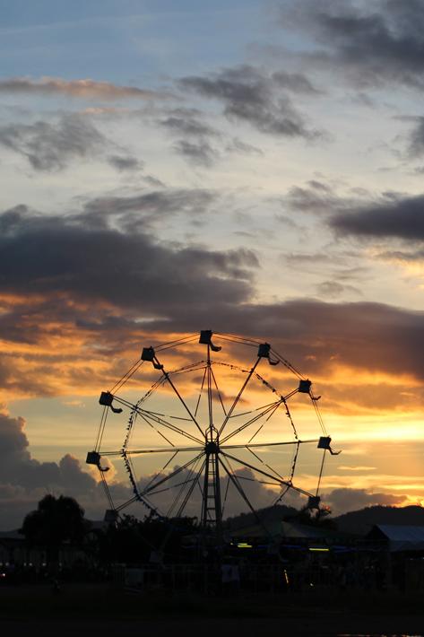 coron palawan ferris wheel sunset