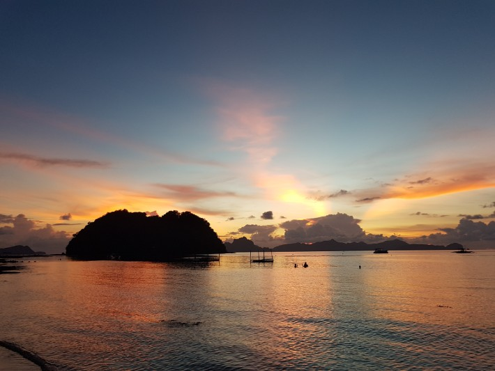 Las Cabanas beach, El Nido sunset view copy