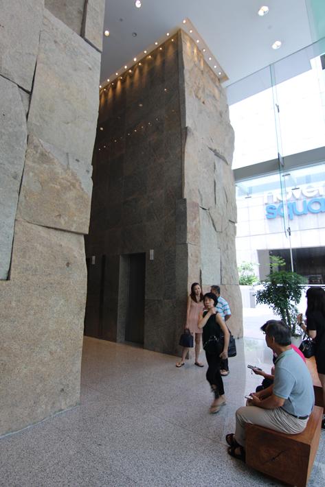 Oasia-Hotel-Novena-lobby-lift