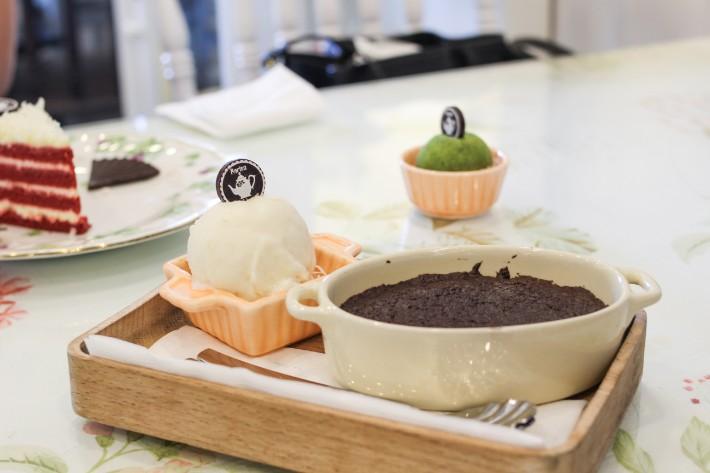 partea cafe ho chi minh vietnam cake dessert