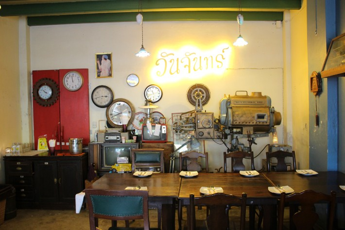 Phuket Old Town one chun cafe restaurant antique history