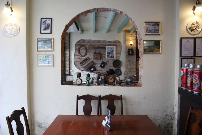 Phuket Old Town one chun cafe restaurant antique