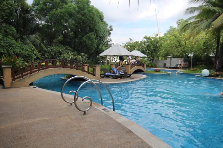 Radisson Blu Cebu swimming pool