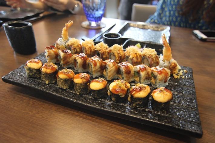 Sushi Sake Radisson Blu Cebu maki roll