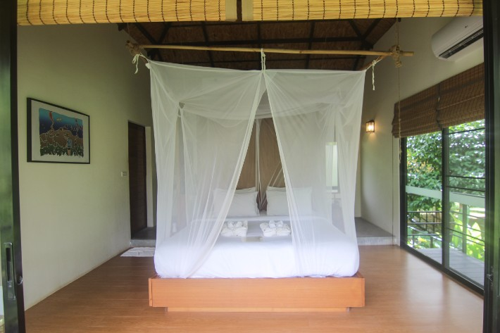 anurak community lodge khao sok national park bedroom
