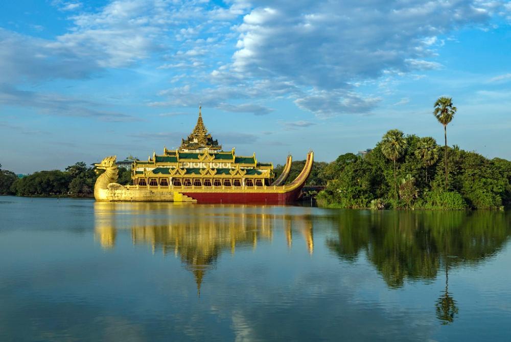 yangon gold Karaweik Palace birds, Myanmar
