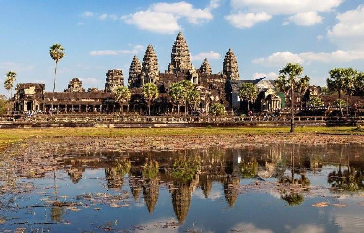 angkor wat temple, reflection, Vietnam-Cambodia Tour itinerary