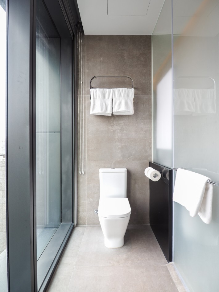 toilet with view, yotel singapore hotel review