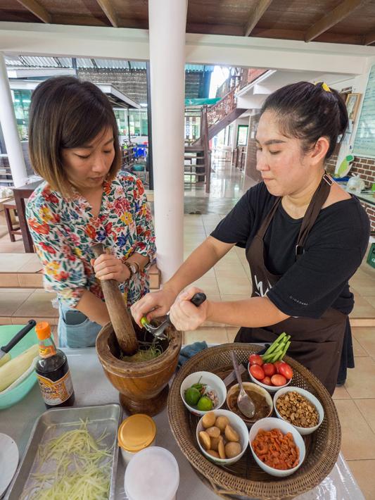 cook som tam thai food, Day trips from Bangkok -Amphawa Floating Market, Maeklong Railway Market, Ban Bang Phlap