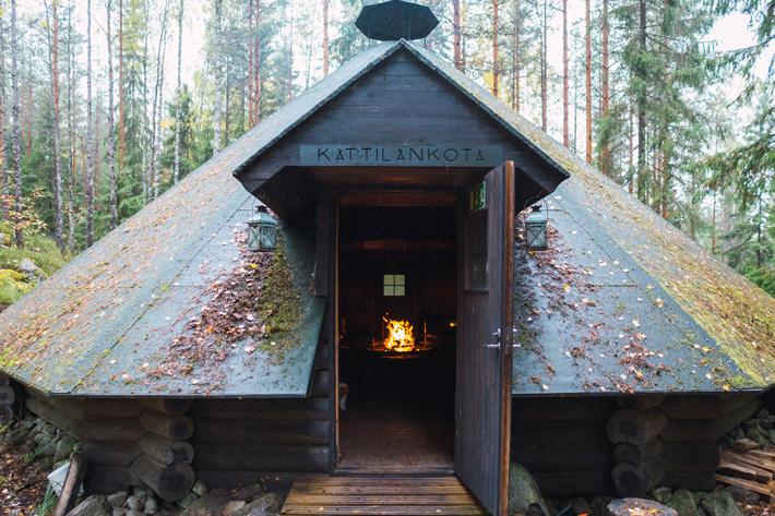 kattilan kota, lappish hut green window Nuuksio National Park