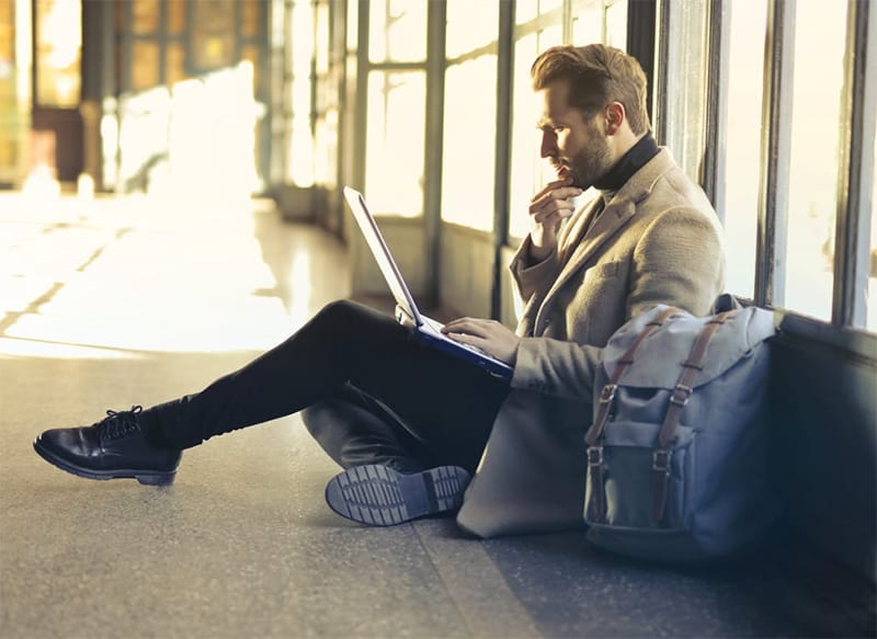 Stuck at the airport? Use Your Smartphone to Kill Time Productively