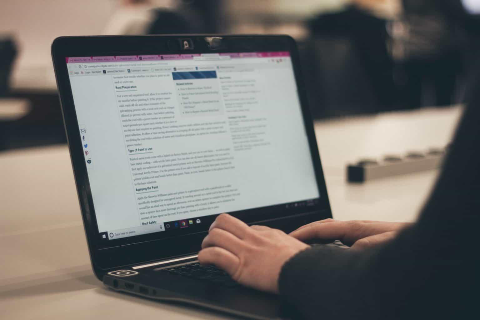 laptop digital marketing nomad Bel Around The World