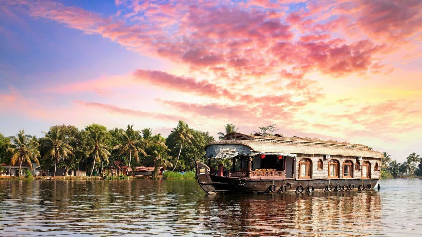 A Guide for Kerala Houseboat Trip – One of The World's Best Cruises