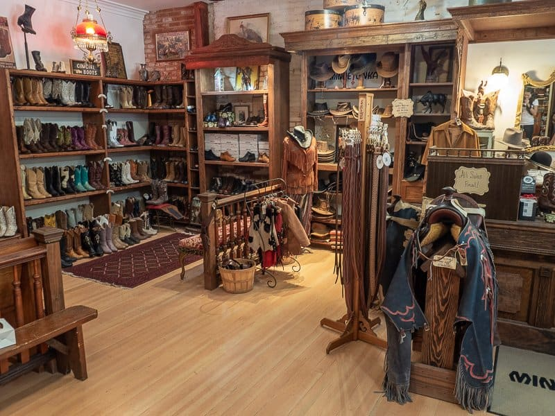 shops-saloon-things-to-do-around-Yosemite-National-Park-Tuolumne-California